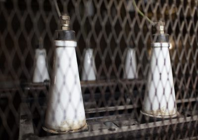 Isolatoren in a Faraday cage